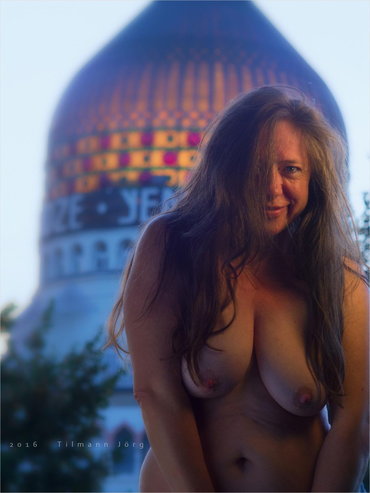 nackte Frau vor Yenidze