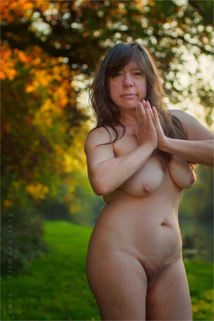 Nackte Buschfrauen