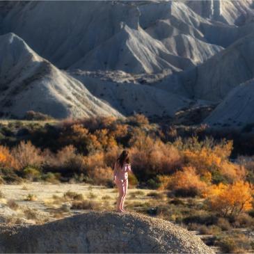 nackte frau in der wüste panorama