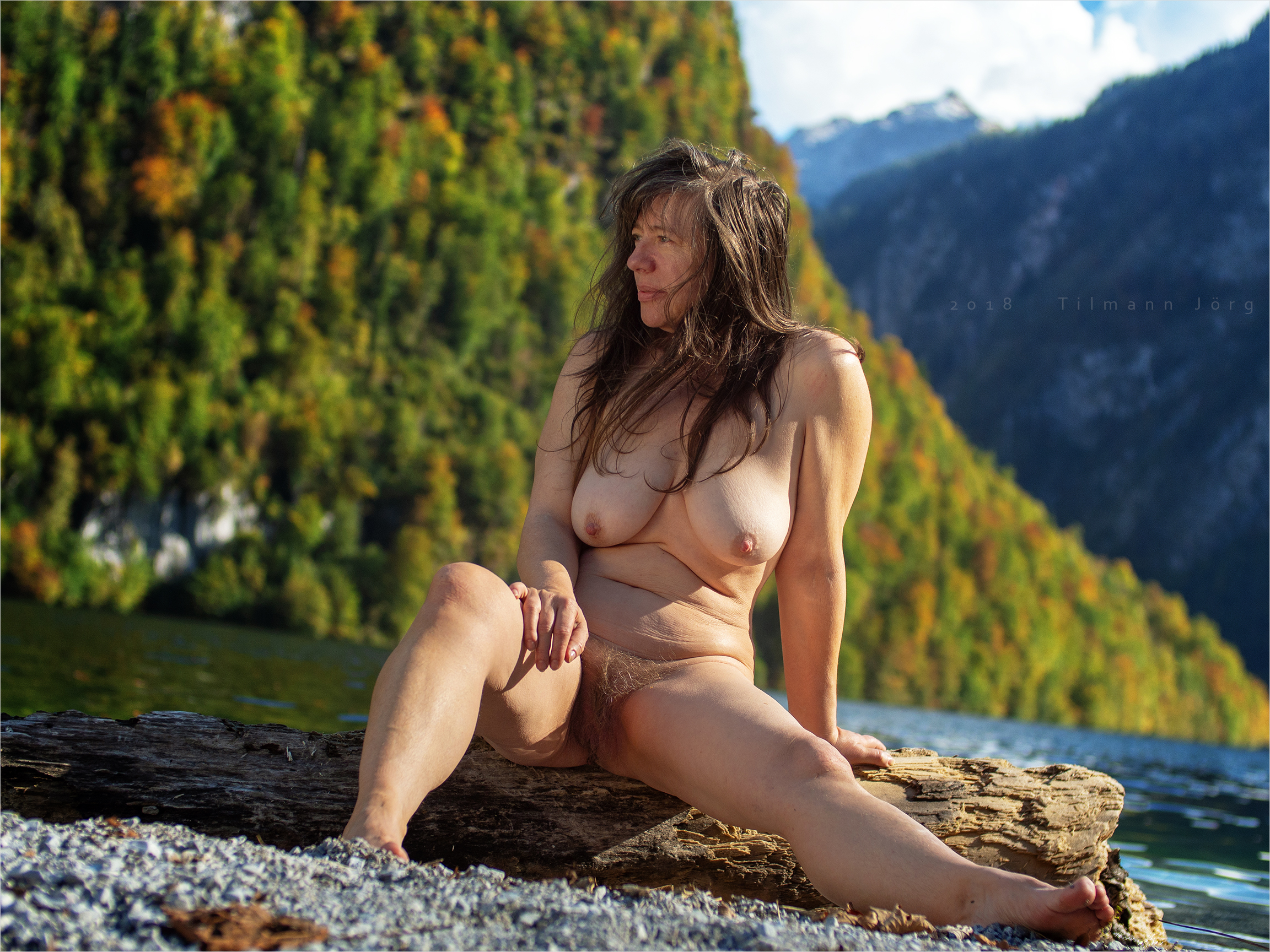 Nackte Frau Am See